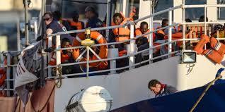 Arrivée en France de 52 réfugiés du navire Lifeline