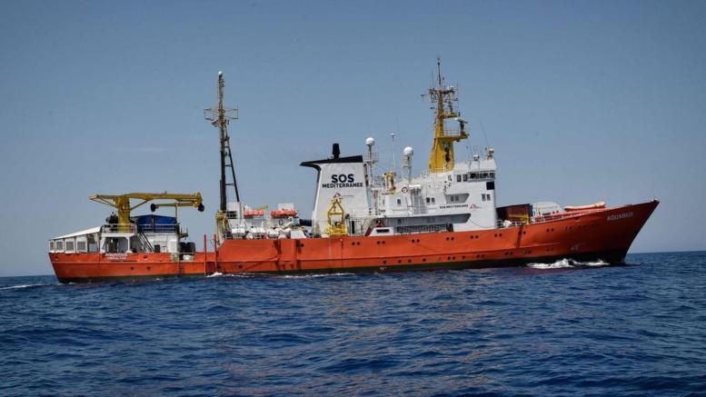 Un navire italien avec 66 migrants à son bord interdit d'accoster en Italie
