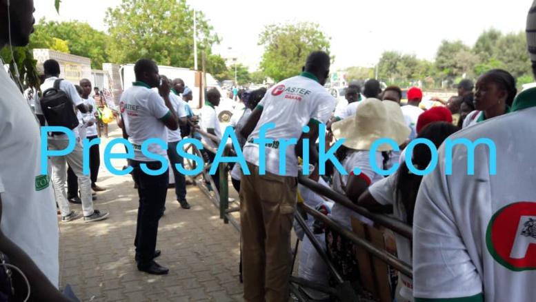 Direct-Marche de l'opposition: un militant du Pds insulte les forces de l'ordre