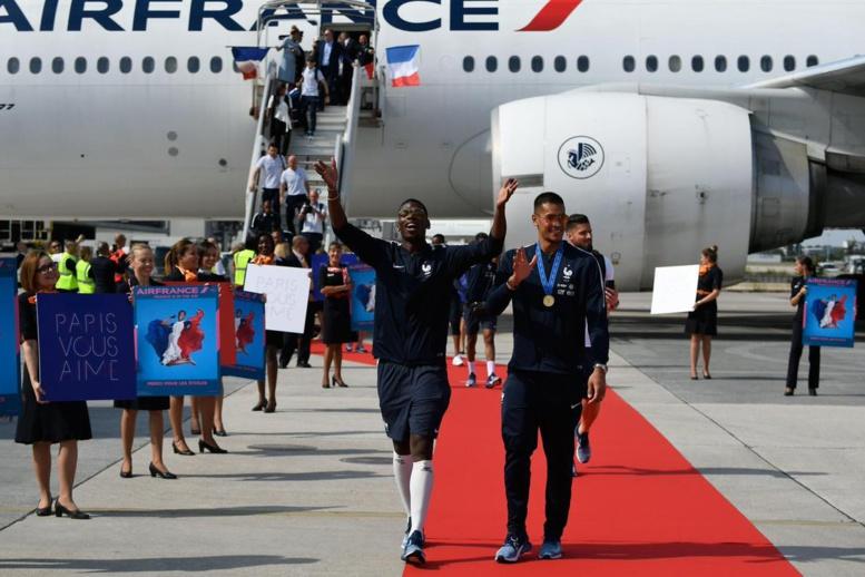 Vidéo-Suivez en direct l'arrivée des Bleus à Paris