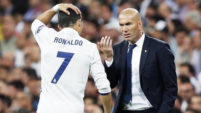 Séisme dans le football : Zinédine Zidane prendrait la direction de la Juventus de Turin !