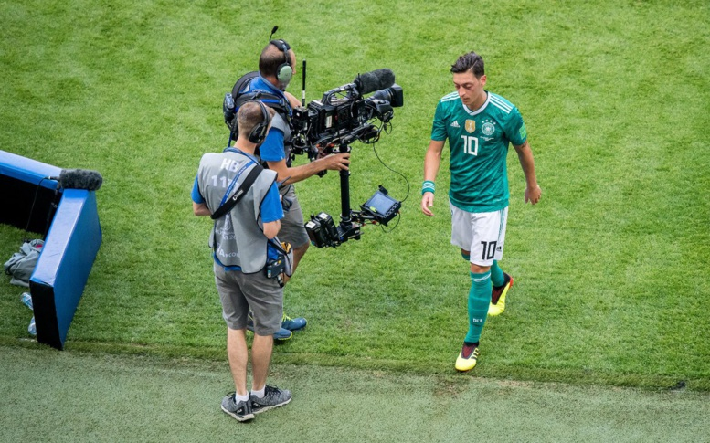 Mesut Ozil accuse la Fédération allemande de racisme et arrête sa carrière internationale
