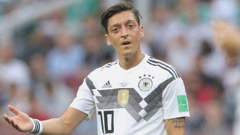 Ça brûle pour Willian à Barcelone, l'Allemagne sous le choc après la retraite de Mesut Özil