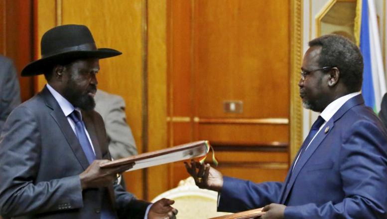 Soudan du Sud: les deux camps signent un accord provisoire de partage du pouvoir