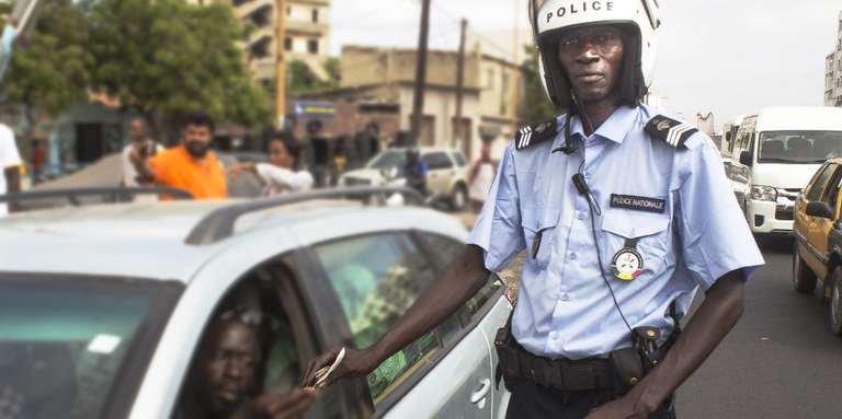 """Quand le journal français Le Monde rend hommage au policier sénégalais """"Amoul Yakaar"""""""