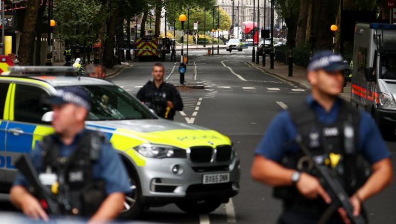 Royaume-Uni: soupçon d'attaque terroriste devant le Parlement britannique