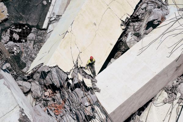 Viaduc effondré en Italie: les sauveteurs ont travaillé toute la nuit