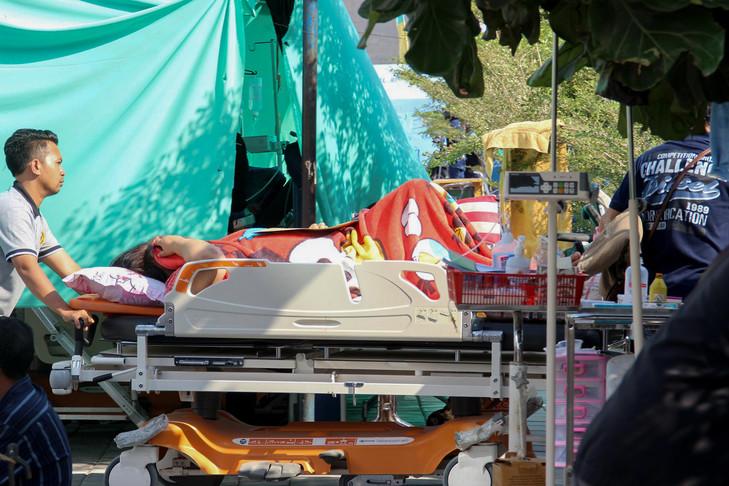 Séismes en Indonésie: les secours s'activent auprès des survivants