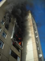En France, un incendie dans un foyer de travailleurs immigrés fait 7 morts