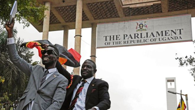 """Bobi Wine """"accusé de trahison"""""""