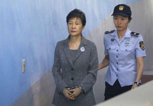 Corée du Sud : 25 ans de prison pour l'ancienne présidente, Park Geun-hye