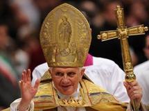 Le pape Benoît XVI à la basilique Saint-Pierre au Vatican, le 20 novembre 2010. Il a déclaré que l'utilisation du préservatif est acceptable dans «certains cas» notamment pour «réduire le risque de contamination au VIH». Alberto Pizzoli / AFP