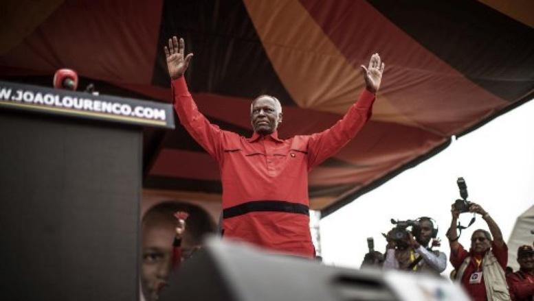 Angola: l'ex-président dos Santos lâche les rênes du MPLA, la fin d'une ère