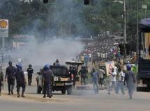 Après Abidjan, ici, le 16 décembre 2010, c'est la ville de Grand Bassam qui est le théâtre de violences depuis le vendredi 17 décembre. AFP / Issouf Sanogo