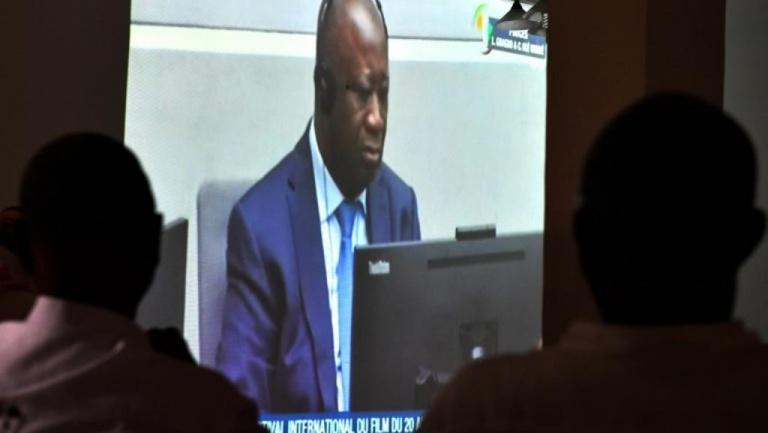 Les supporters de Laurent Gbagbo suivent son procès avec attention