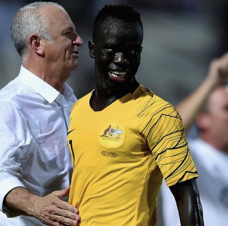 """La """"sucess story"""" d'Awer Mabil, né dans un camp de réfugiés au Kenya avant d'atterrir dans l'équipe d'Australie"""