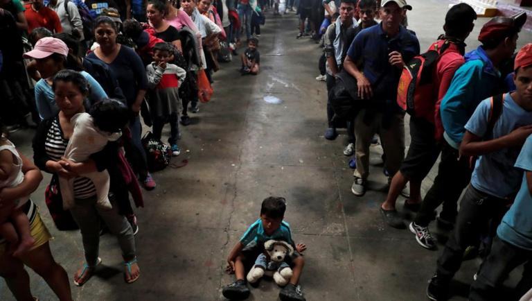 La caravane de migrants en route vers les Etats-Unis suscite la colère de Trump