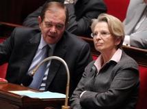 Le Canard Enchaîné épingle une nouvelle fois les vacances tunisiennes de Michèle Alliot-Marie