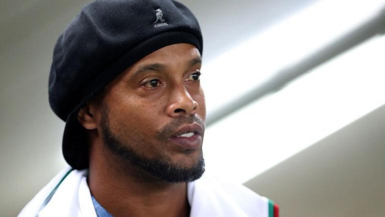 Déjà privé de passeport, Ronaldinho pourrait être ruiné