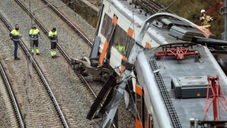 Un mort et 44 blessés après le déraillement d'un train en Espagne