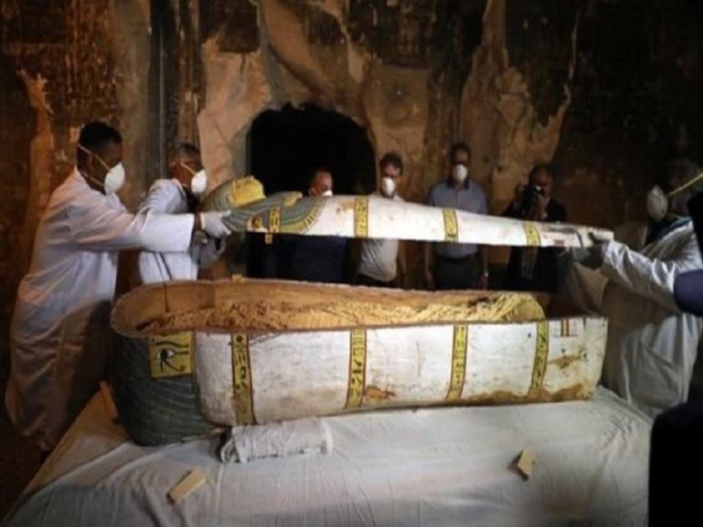 Découverte d'une ancienne tombe en Egypte