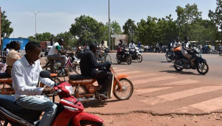 Au Burkina Faso, la dernière hausse des prix du carburant ne passe pas