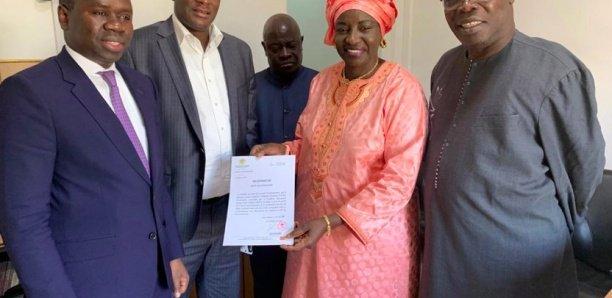 Présidentielle 2019: Mimi Touré a déposé la lettre de candidature de Macky au Conseil constitutionnel