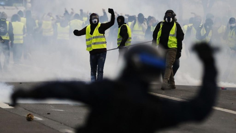 France: «acte V» des «gilets jaunes», la grande question de la mobilisation