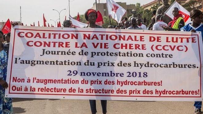 Pas d'accord sur la baisse du prix du carburant au Burkina