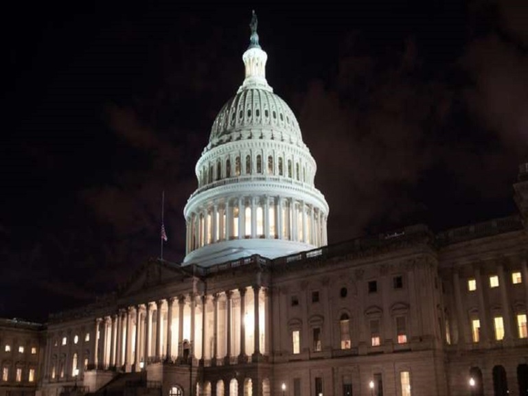 """Etats-Unis : début du """"shutdown"""" faute d'accord budgétaire au Congrès"""