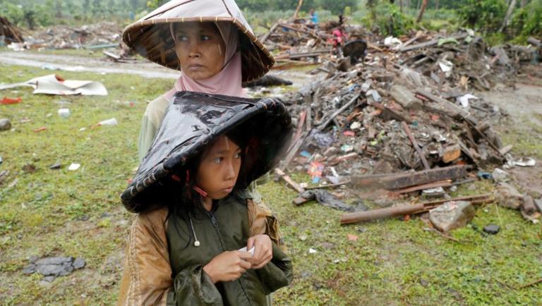 Indonésie: après le tsunami, une catastrophe sanitaire est redoutée