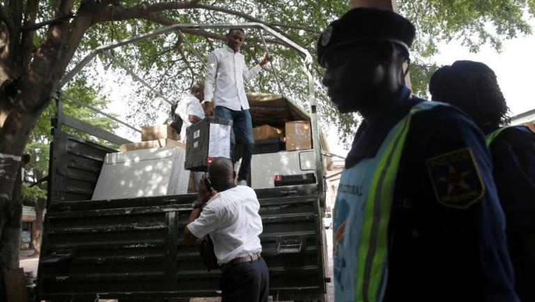 RDC: la Céni ferme plus de 1000 bureaux de vote à Kinshasa