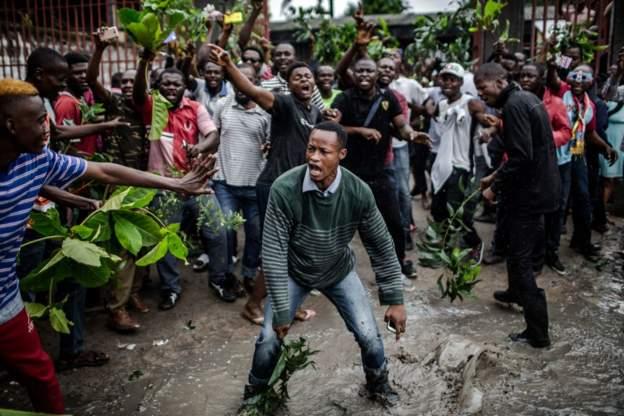 Le vote est censé prendre fin à 17H (heure de Kinshasa) mais le bureau de vote Saint Raphaël a accusé 6 heures de retard à l'ouverture.