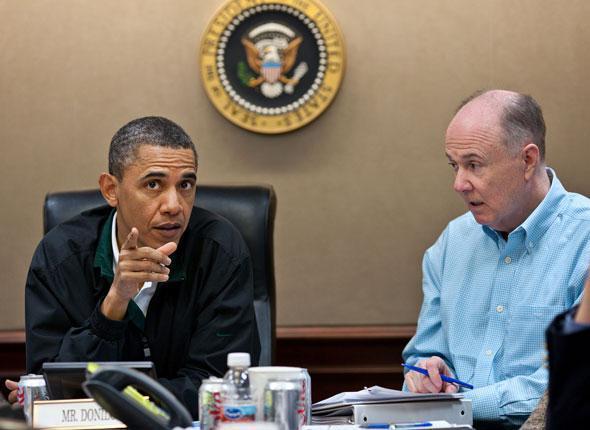 Le président Obama fait un point sur l'opération au côté de son conseiller à la sécurité intérieure Thomas Donilon dans la Situation Room à la Maison Blanche, le 1er mai 2011.