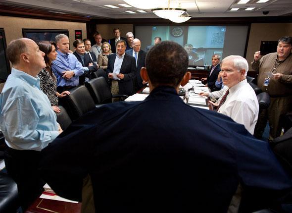 Le président Obama s'exprime devant son staff à l'issue d'une réunion sur la mission visant Ben Laden à Washington, le 1er mai 2011.
