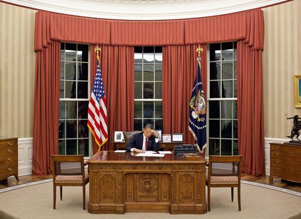 Le président Obama relit son discours avant son intervention télévisée détaillant la mission visant Ben Laden, Washington, le 1er mai 2011.