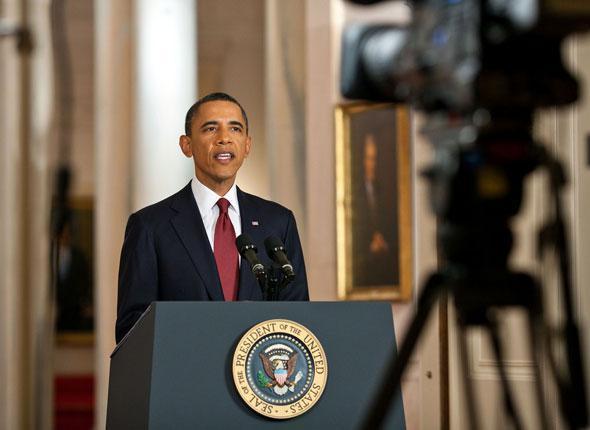 Le président Barack Obama informe les médias de la mort de Ben Laden depuis l'aile est de la Maison Blanche à Washington, le 1er mai 2011.