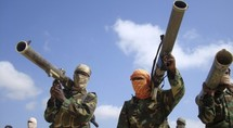 Des shebab, un groupe djihadiste inféodé à al-Qaida, Mogadiscio, Somalie, le 1er janvier 2010. REUTERS/Feisal Omar
