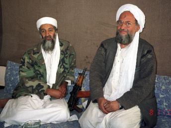 Oussama ben Laden et son n°2, Ayman al-Zawahiri, le 10 novembre 2001, près d'Islamabad. REUTERS/Hamid Mir