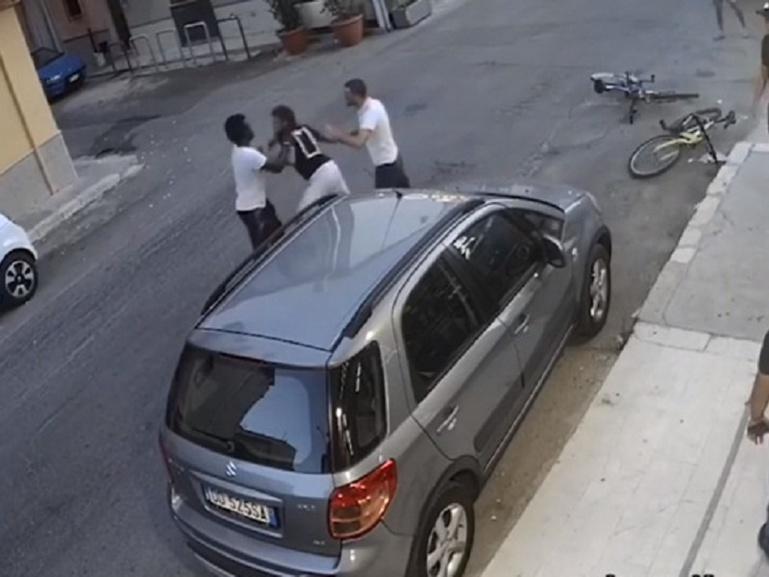 Racisme : deux Italiens versent de l'eau de javel sur le visage d'un jeune sénégalais