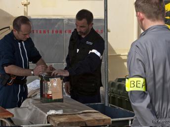 Les boîtes noires ont été retrouvées les 1er et 2 mai 2011. REUTERS/BEA/ECPAD/Johann Peschel