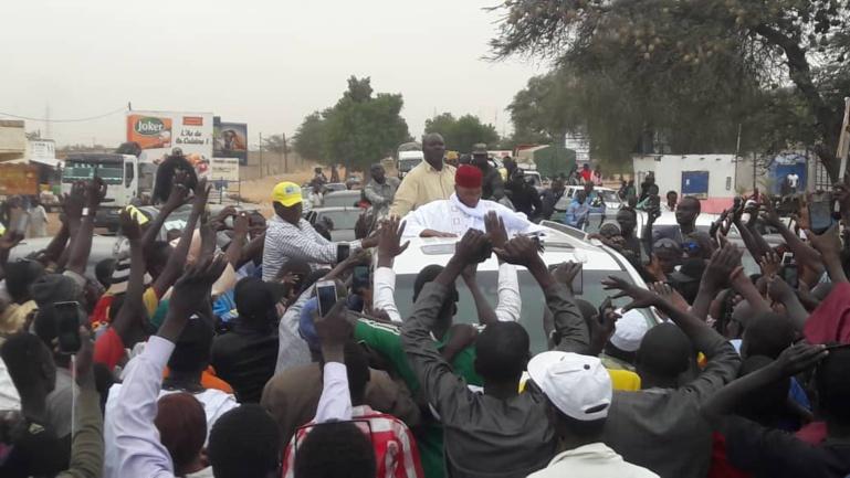 Touba: Wade s'offre un bain de foule... en attendant d'être reçu par le Khalife à Mbacké