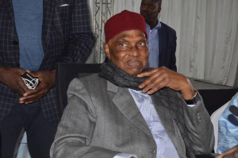 """Abdoulaye Wade aux Sénégalais: """"Assiégez les bureaux de vote, brûlez le fichier électoral, je serai votre avocat"""""""
