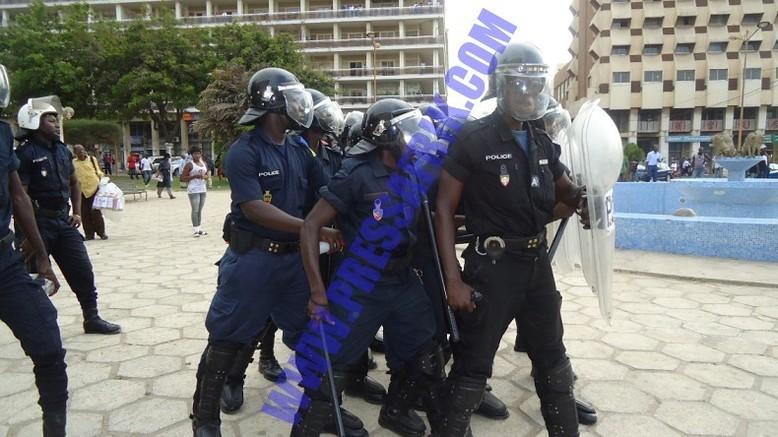 Thiat en arrestation avant d'être brutalisé