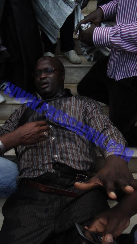 DIAPO: Le constitutionnaliste Ameth ndiaye blessé, des bus et voitures de l'administrations saccagés