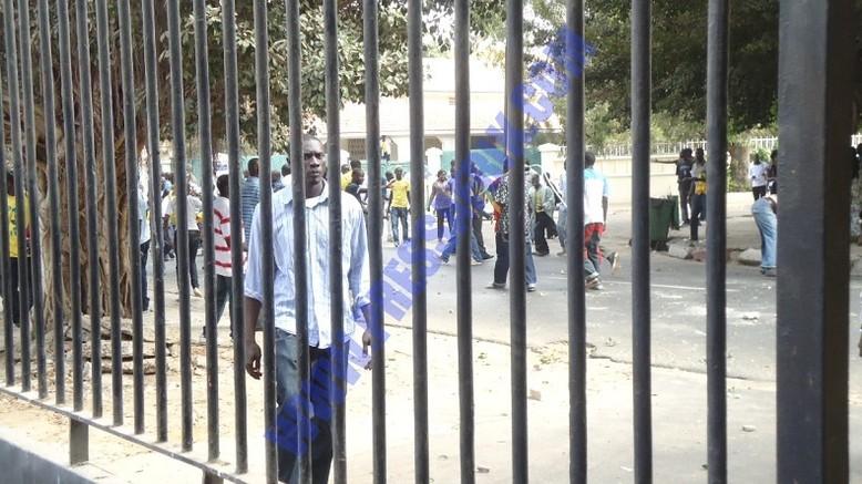 En direct de l'Assemblée: Intifada entre deux camps opposés, trois voitures cassées dont une des Nations unies