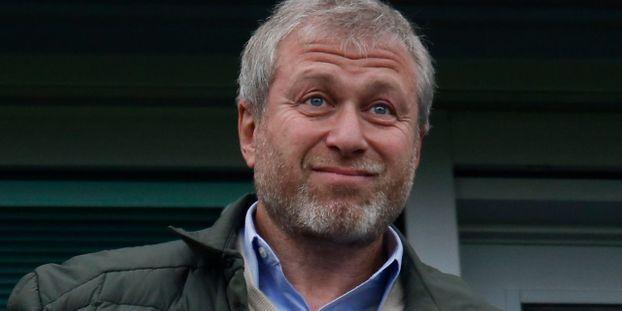 La FIFA interdit Chelsea  de recruter des joueurs cet été et l'hiver prochain