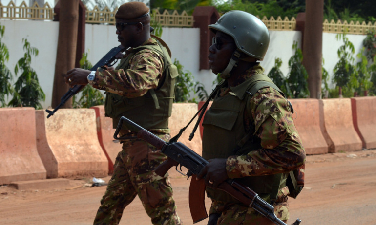 Mali: 17 civils tués par l'explosion d'un cadavre piégé