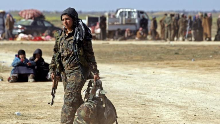 Syrie: Lilwa, membre des YPJ, s'occupe des femmes et enfants de l'EI