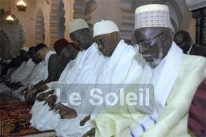 Me Wade à la Grande Mosquée pour la prière du vendredi: Le Président cherche-t-il à séduire les religieux?